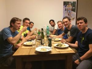 týmová večeře před startem